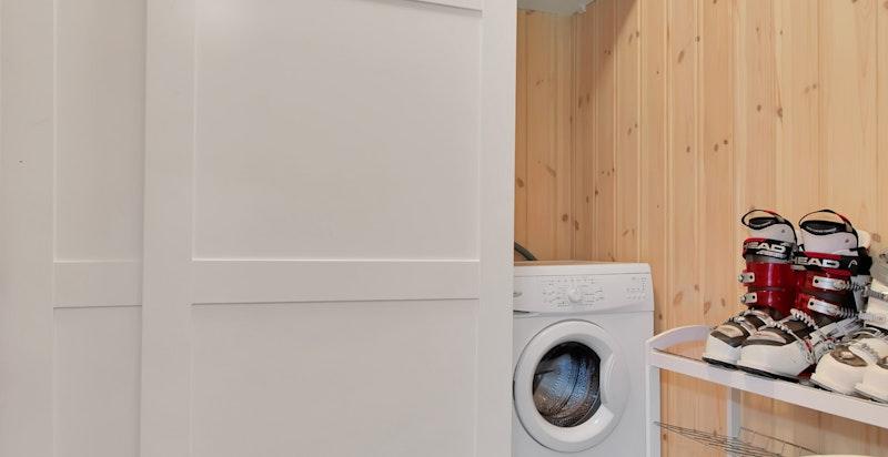 Skap med opplegg for vaskemaskin