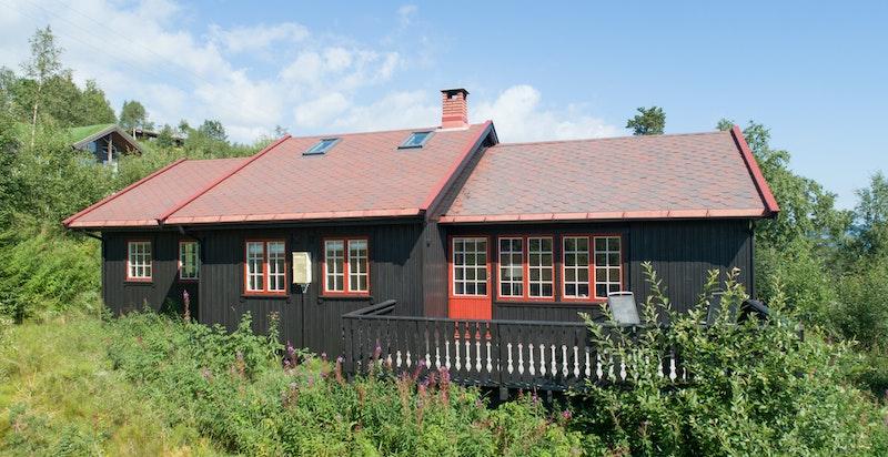 Innholdsrik hytte med stor terrasse