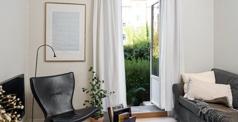 Hyggelig stue med utgang til terrassen