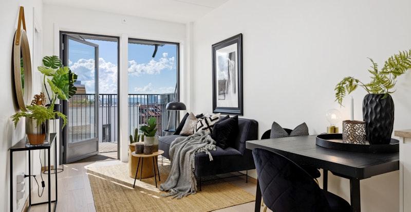 Stuen har flere møbleringsmuligheter med plass til sofa og spisebord.
