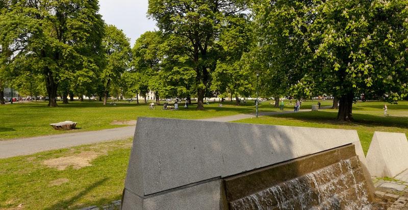 Sofenbergparken ligger få minutters gange unna.