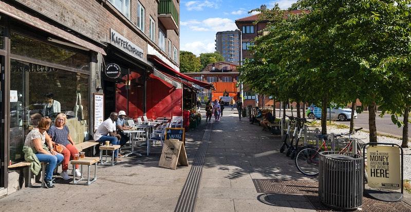 Carl Berner har et variert og godt utvalg av dagligvarebutikker, frukt og grønt-butikk, kafeer, m.m.