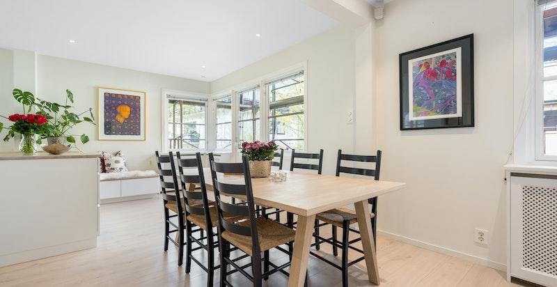 God plass til spisestue mellom kjøkken og stue