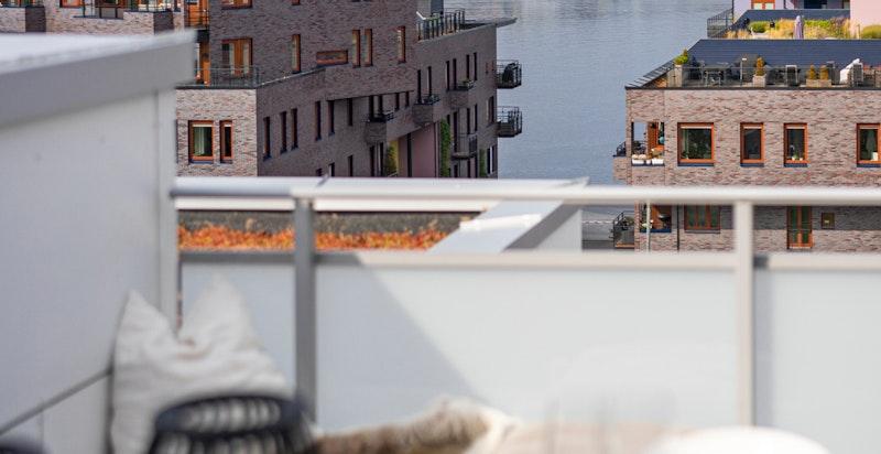 Terrassen har meget begrenset med innsyn fra øvrige leiligheter.