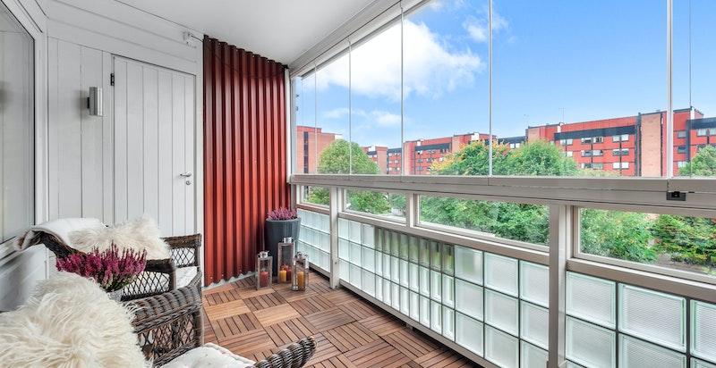 Vestvendt innglasset balkong på 7 kvm.