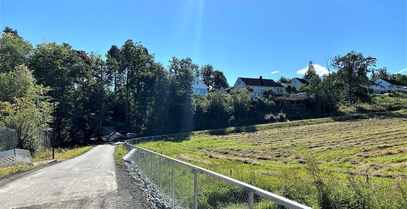 Området er landlig, samtidig er det kort vei inn til byen.