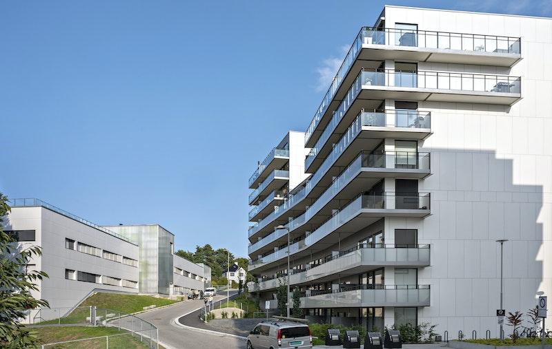 En lys og moderne 2-roms med flott utsikt