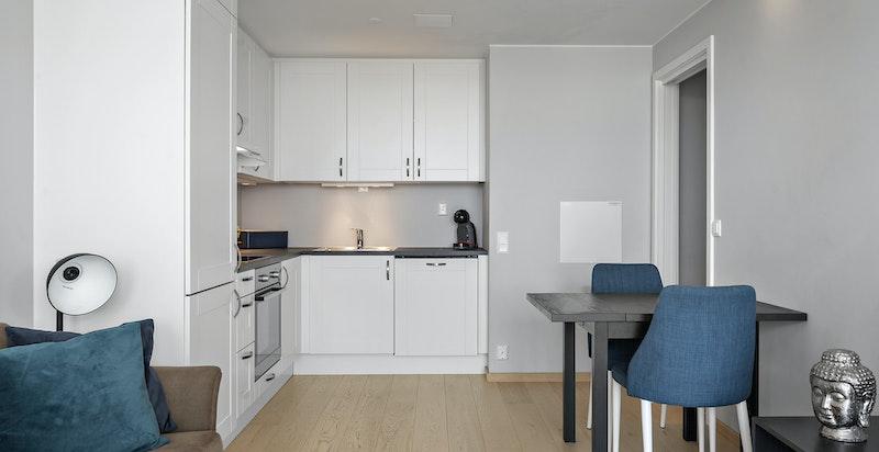 Kjøkken med åpen løsning mot stuen