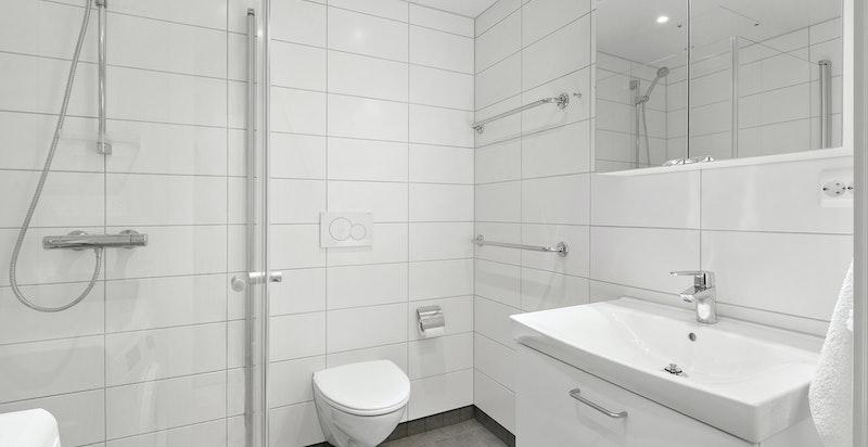Romslig baderom med gulvvarme