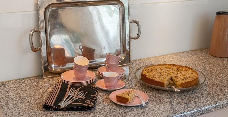 Detalj benkeplaten - kjøkkenet innbyr til matlaging