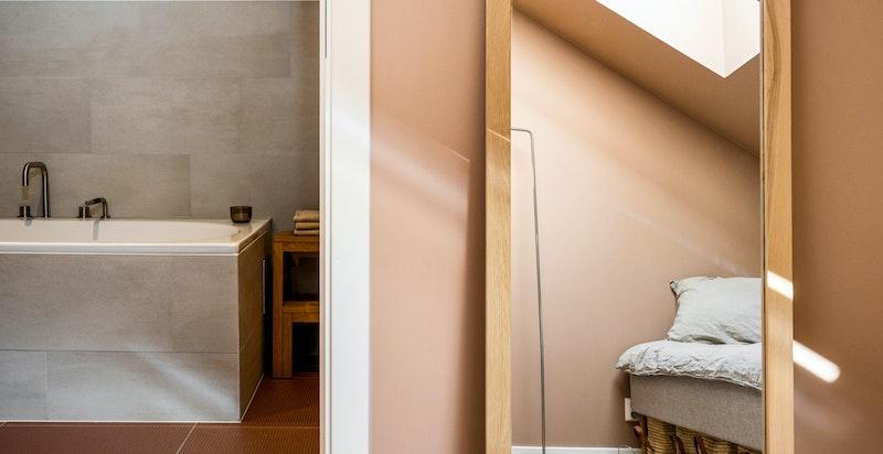 Soverommet i 3. etasje har et eget, svært delikat baderom.
