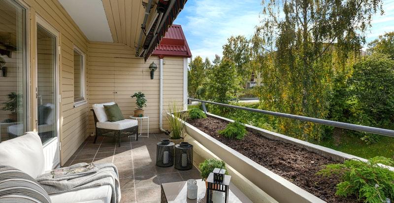 På terrassen er det en bod som er ca. 2 kvm