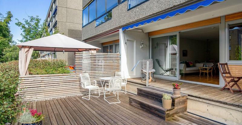 Romslig og usjenert leilighet med en meget god internbeliggenhet på området og i borettslaget.