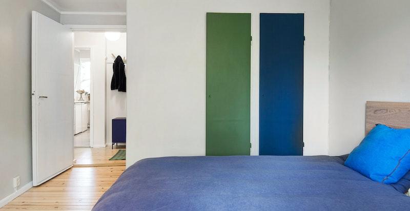 Soverom 2 har to integrerte garderober