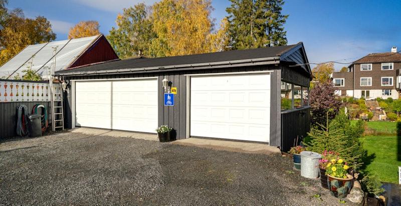 1 stk dobbel garasje + 1 stk enkel garasje