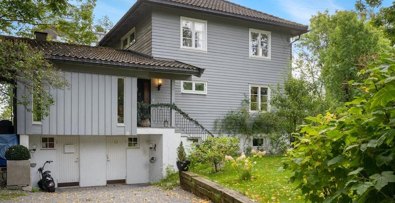 Attraktivt beliggende tomannsbolig med stor hage beliggende på Skøyen / Abbediengen.