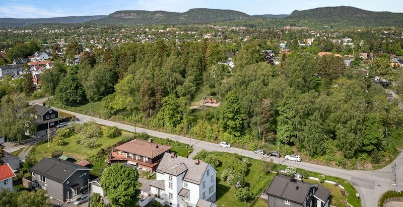 Boligen ligger tett opptil Bjerkelundsparken og har fin gangvei til områdets mest populære skoler