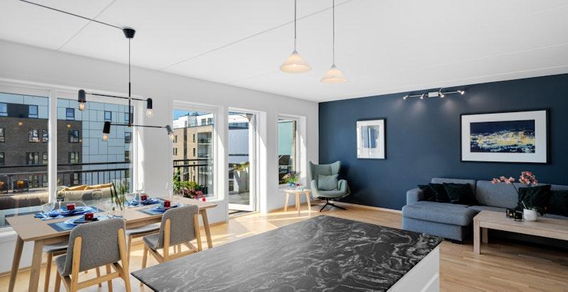 Uvanlig romslig stue med plass for både stor salong, stort spisebord og lesekrok (alternativt kan man lage soverom 3 i hjørnet av stuen)