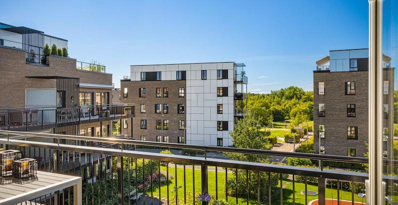 God avstand til nabobygg gjør balkongen usjenert.