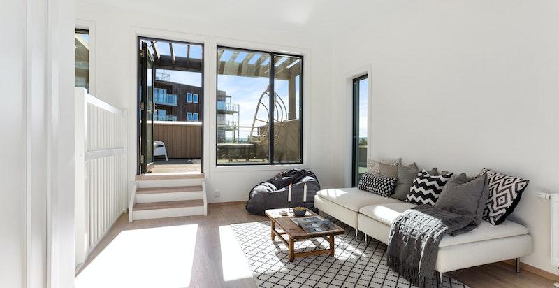 Loftsstue med utgang til to terrasser.
