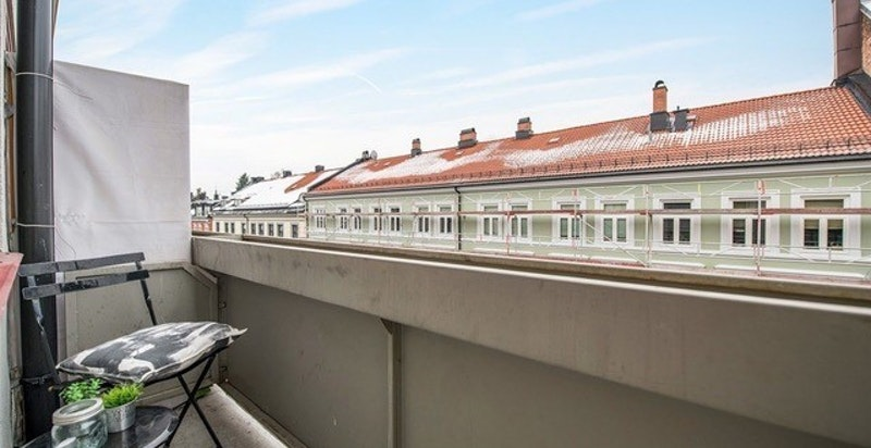 Vestvendt balkong i 5.etg