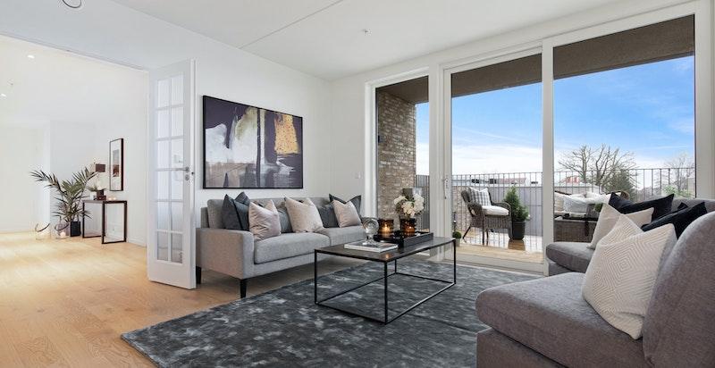 Romslig stue med utgang til 17 kvm balkong
