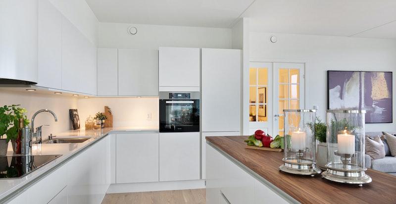Smart kjøkkenøy som gir rikelig med arbeidsplass