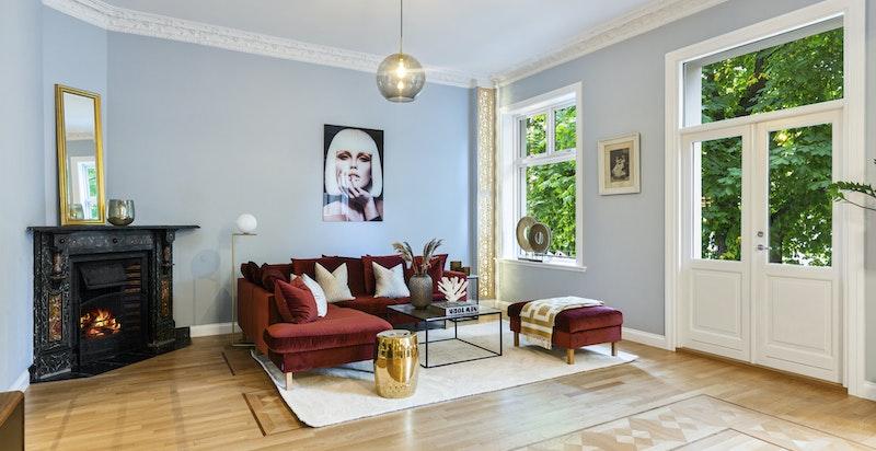 Stue - rommelig og privat