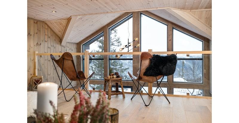 Bilde fra lignende hytte oppført ved Ørnenipa. Avvik vil forekomme