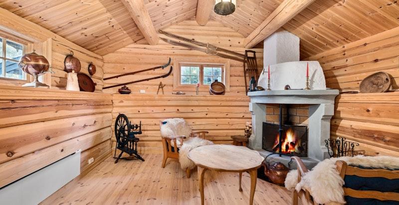 Stabbur 1 med stue og murt ildsted