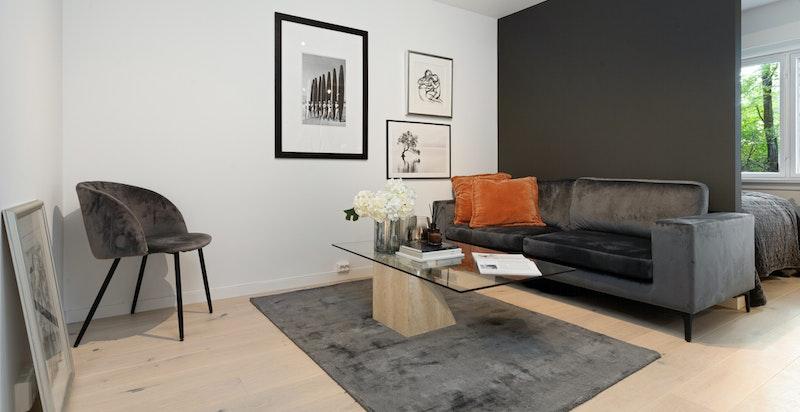 Leiligheten har en effektiv planløsning og god plass til TV krok i tillegg til alkoveløsning for seng.