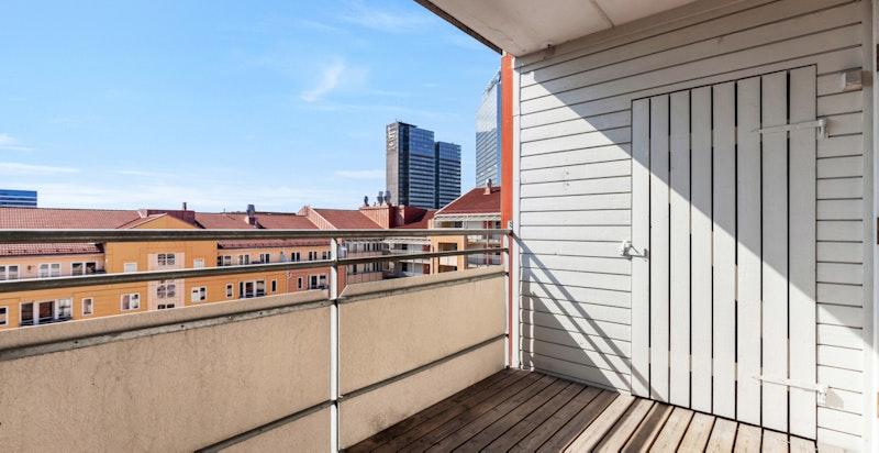 Leiligheten har solrik sydvendt balkong på 6 kvm.