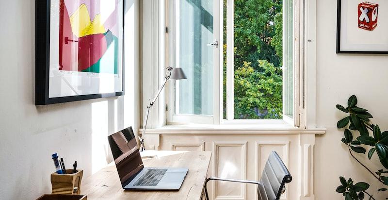 Alle vinduene mot bakgård ble skiftet i 2009, og de som vender mot Ullevålsveien er også av nyere dato.