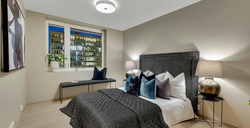 Hovedsoverommet er romslig med god plass til dobbeltseng og ønsket møblement.