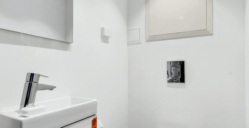 Toalettrom med varmekabler i gulv
