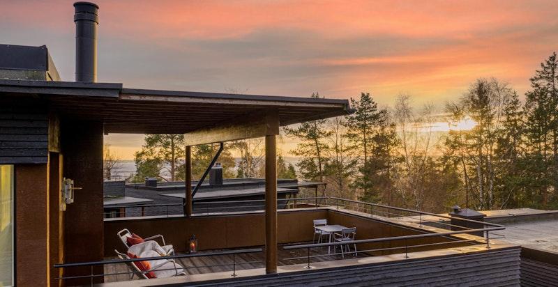 Takterrasse med gode sol- og utsiktsforhold
