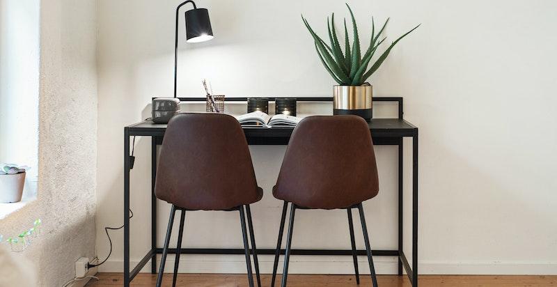Fin plass til hjemmekontor eller garderobeskap
