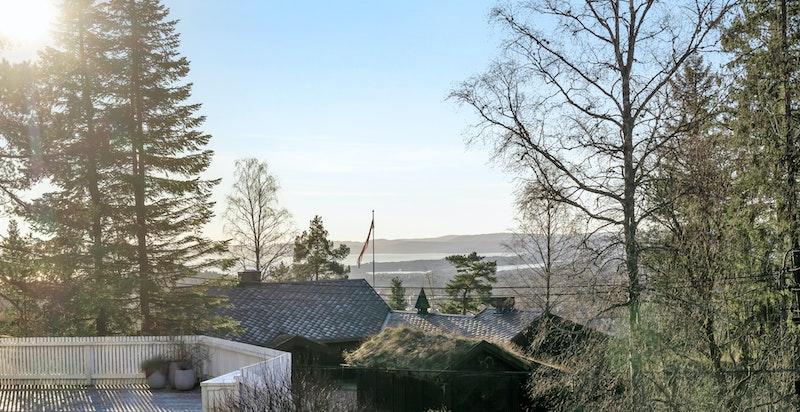 Utsikt mot Oslofjorden fra stue og terrasse