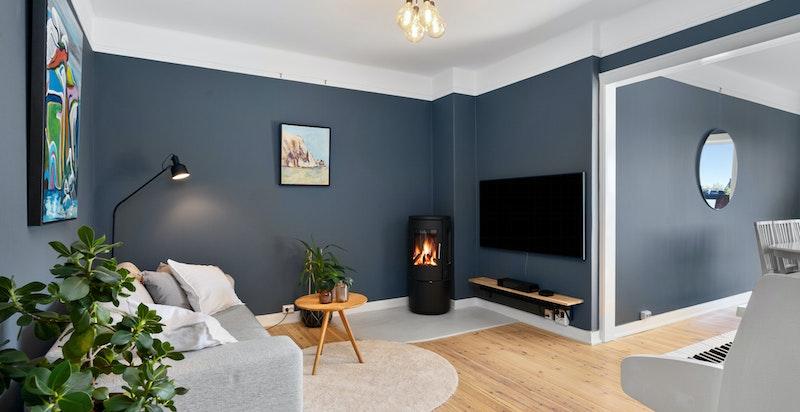 Kosleig peis i stuen som varmer godt på kalde vinterdager.