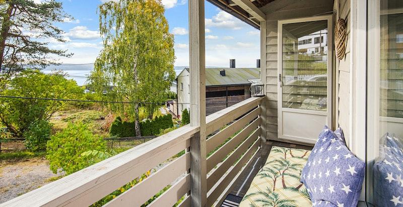 Sørvestvendt balkong med fine solforhold