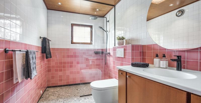 Dusjbad/wc i tilknytning til hovedsoverom