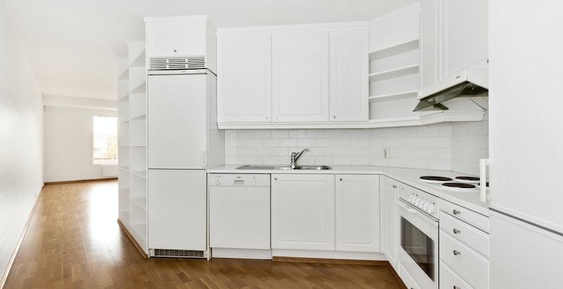 Åpen kjøkkenløsning med alt av hvitevarer