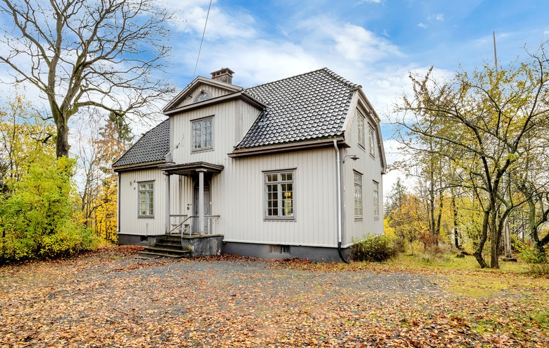 Klassisk flott hus med romslig gårdsplass