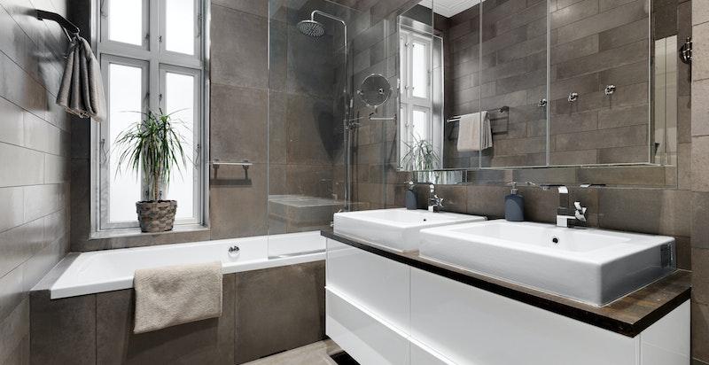Lekkert innredet med badekar