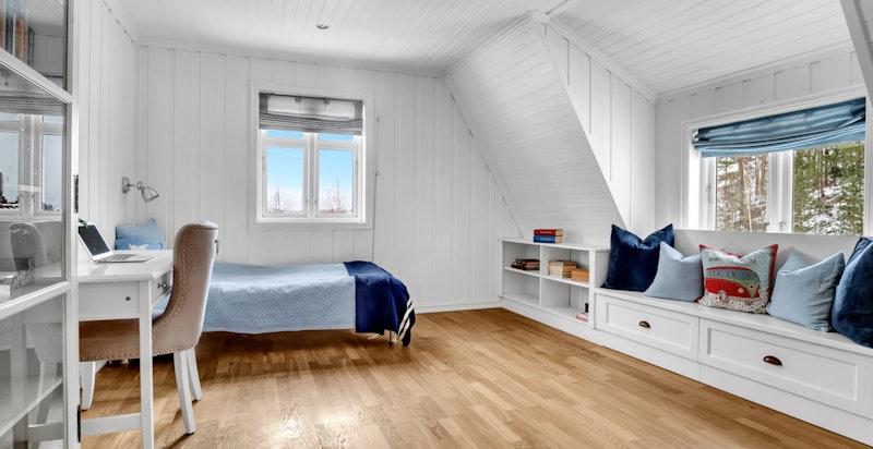 -Boligen har totalt 5 soverom, med praktisk 2.etasje med hvor 4 av soverommene er-