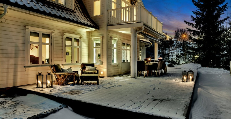 -Usjenert terrasse med fint utsyn-