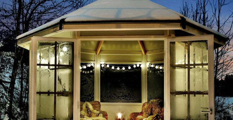 -Lysthus i hagen for lune kvelder-