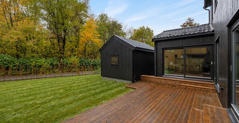 Solrik terrasse på 28 m²  med utgang fra stue og kjøkken