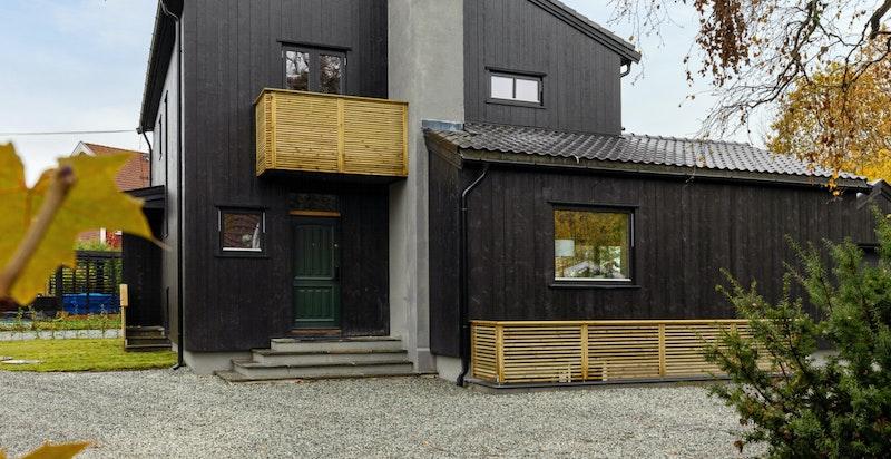Fasade/gårdsplass fra nord