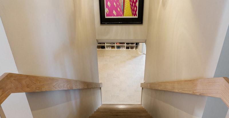 Adkomst via trapp til u.etasje